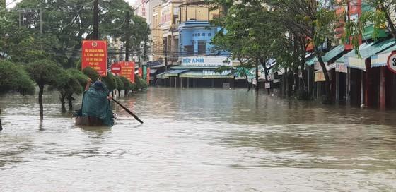 Quảng Nam chìm trong biển nước ảnh 4