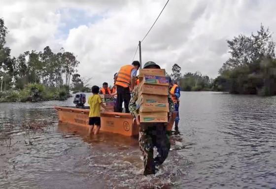 Gần 17.000 ngôi nhà ở Quảng Nam vẫn còn ngập trong nước ảnh 7