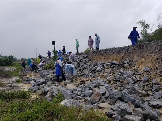 Gần 17.000 ngôi nhà ở Quảng Nam vẫn còn ngập trong nước ảnh 3