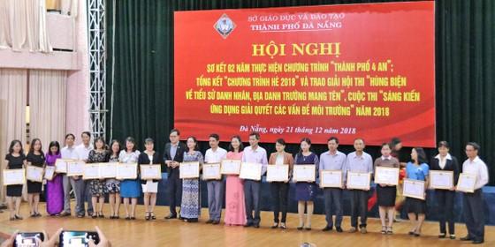Sở Giáo dục và Đào tạo Đà Nẵng khen thưởng 73 cá nhân và 86 tập thể ảnh 1