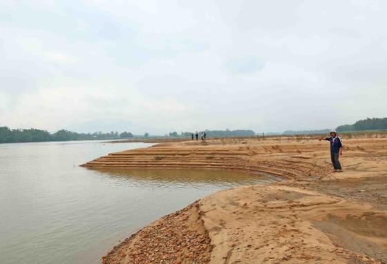 Quảng Nam: Ngày thứ tư liên tiếp người dân tụ tập phản đối việc khai thác cát ảnh 3