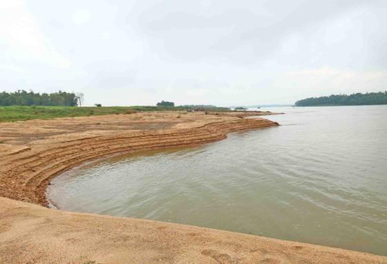 Quảng Nam: Ngày thứ tư liên tiếp người dân tụ tập phản đối việc khai thác cát ảnh 4