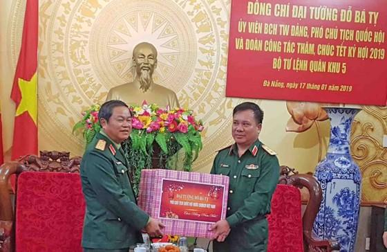 Đại tướng Đỗ Bá Tỵ, Phó Chủ tịch Quốc hội thăm Bộ Tư lệnh Quân Khu 5 ảnh 2