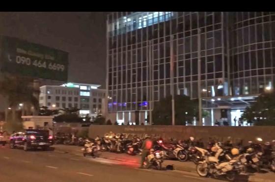 Hàng trăm người mua đất bao vây trụ sở công ty bất động sản ảnh 4