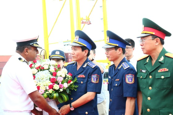 Tàu lực lượng bảo vệ bờ biển Ấn Độ cập cảng Tiên Sa ảnh 2