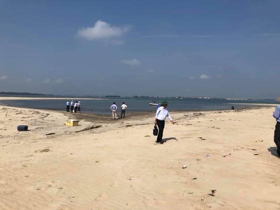 Kiểm tra cồn cát nổi bất thường tại biển Cửa Đại ảnh 1