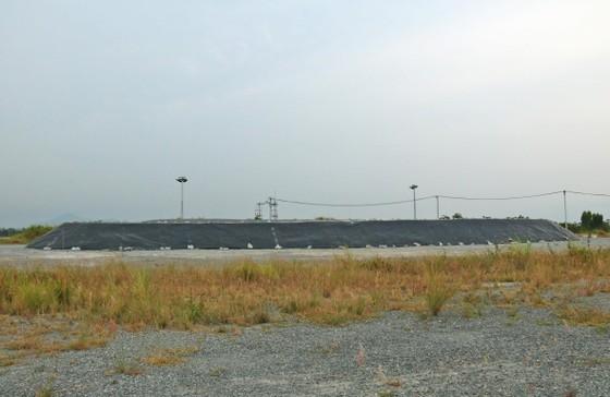 Đoàn trợ lý Nghị sĩ Hoa Kỳ thăm địa điểm Dự án tẩy độc dioxin tại sân bay Đà Nẵng ảnh 1