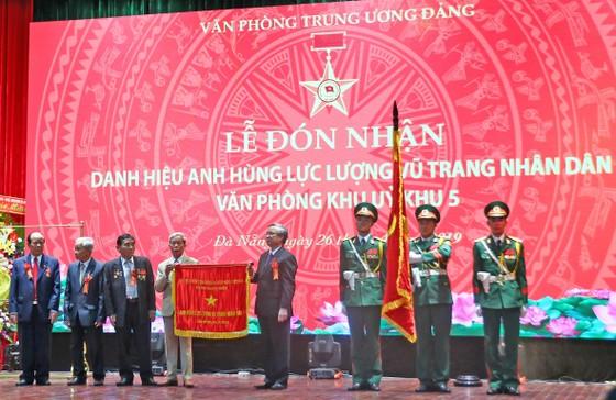 Văn phòng Khu ủy Khu V đón nhận danh hiệu Anh hùng Lực lượng vũ trang nhân dân ảnh 3