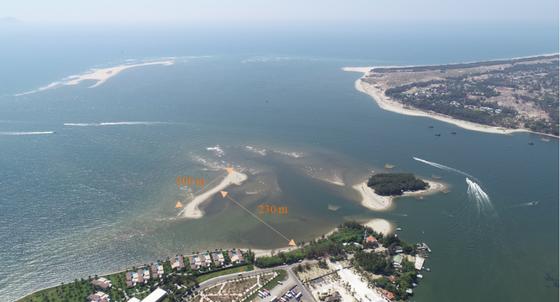 Xuất hiện thêm đảo cát tại biển Cửa Đại ảnh 1