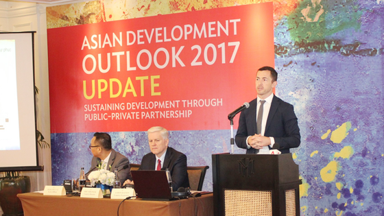 ADB dự báo kinh tế Việt Nam tăng trưởng 6,5% trong năm 2018 ảnh 1