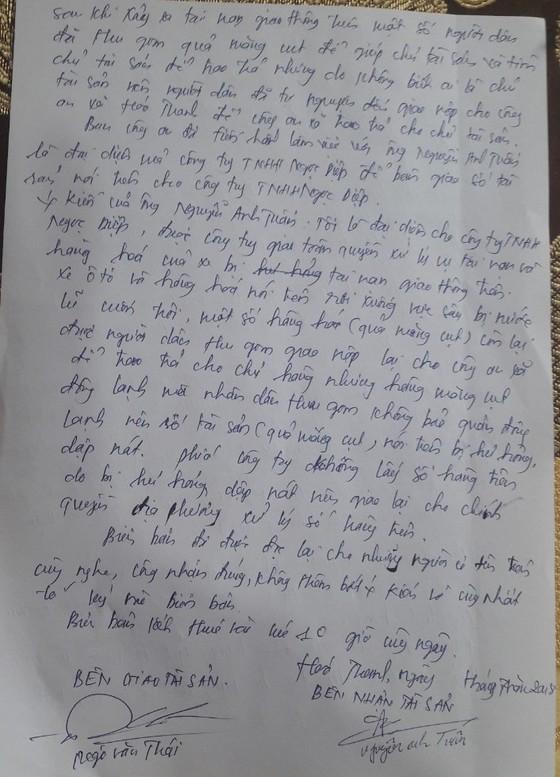 Quảng Bình: Xe măng cụt rơi vực, dân gom hộ chứ không hôi của ảnh 2