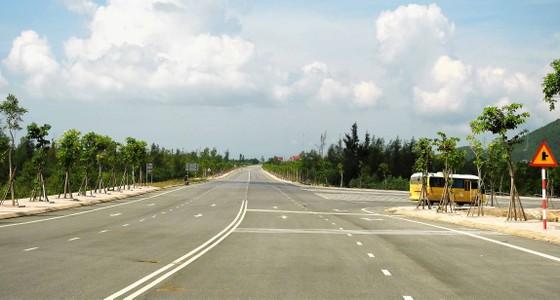 Ngắm cung đường đẹp nhất Vũng Chùa dưới rặng Hoành Sơn ảnh 1