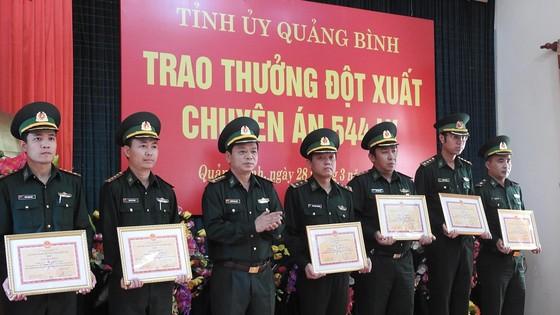 Tỉnh ủy Quảng Bình thưởng nóng vụ bắt giữ 110.000 viên ma túy tổng hợp ảnh 1