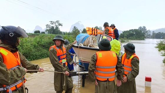 Mưa lớn, lũ dâng ngập Tân Hóa vượt mốc năm 2016 ảnh 1