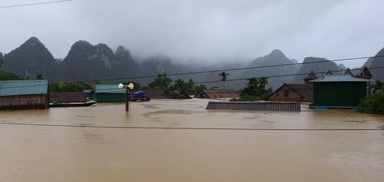 Mưa lớn, lũ dâng ngập Tân Hóa vượt mốc năm 2016 ảnh 4