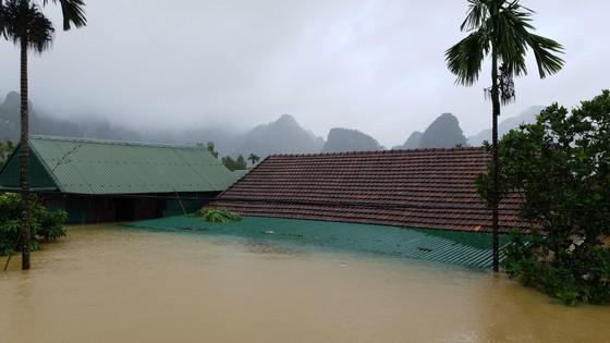 Mưa lớn, lũ dâng ngập Tân Hóa vượt mốc năm 2016 ảnh 6
