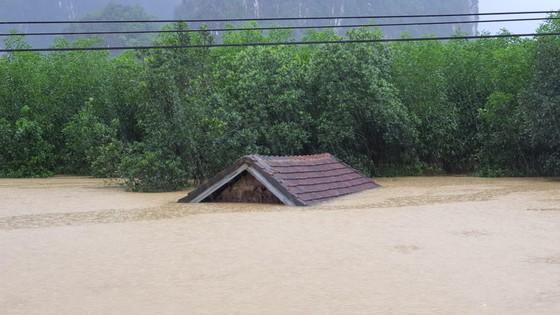 Mưa lớn, lũ dâng ngập Tân Hóa vượt mốc năm 2016 ảnh 7