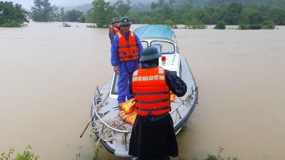 Mưa lớn, lũ dâng ngập Tân Hóa vượt mốc năm 2016 ảnh 16