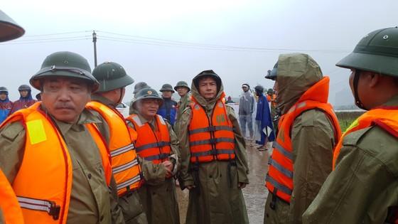 Mưa lớn, lũ dâng ngập Tân Hóa vượt mốc năm 2016 ảnh 15
