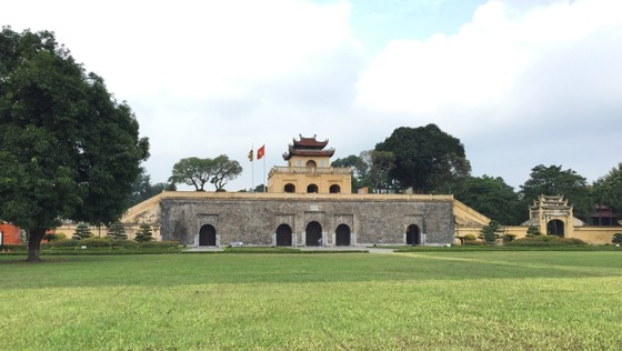 Di tích lịch sử bị vấy bẩn ở Hà Nội ảnh 1