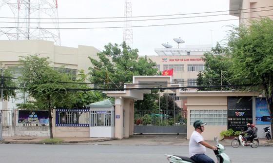 Bắt đối tượng ôm bình gas lao vào trụ sở Trung tâm Truyền hình Việt Nam tại Cần Thơ ảnh 1