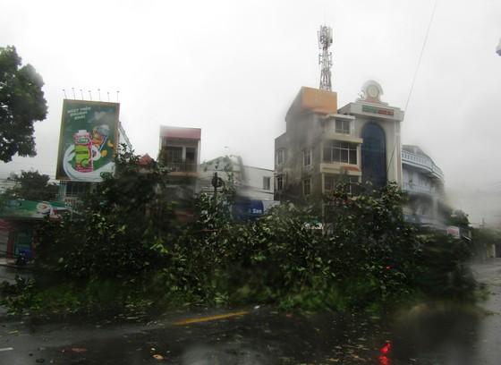Vũng Tàu - Bến Tre mưa lớn, gió giật mạnh, Khánh Hòa - Ninh Thuận ngập lụt, đường sắt tê liệt  ảnh 3
