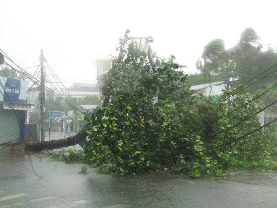 Vũng Tàu - Bến Tre mưa lớn, gió giật mạnh, Khánh Hòa - Ninh Thuận ngập lụt, đường sắt tê liệt  ảnh 2
