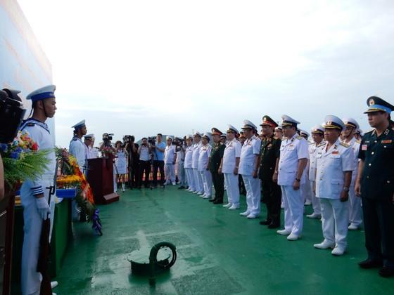 Quân chủng Hải quân tưởng niệm cán bộ, chiến sĩ hy sinh trong chiến dịch đổ bộ đường biển Tà Lơn ảnh 2