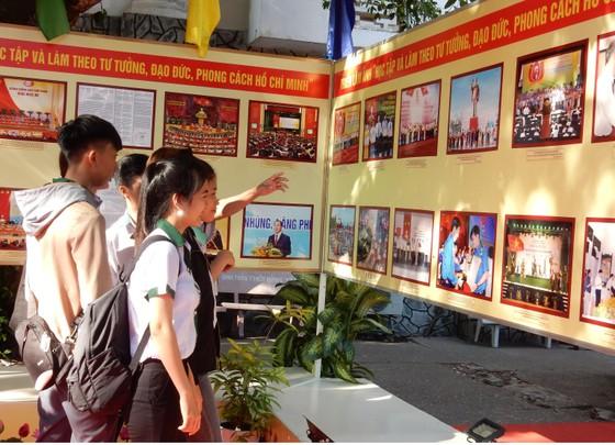 Triển lãm gần 200 hình ảnh, bút tích của Chủ tịch Hồ Chí Minh tại Cần Thơ ảnh 1