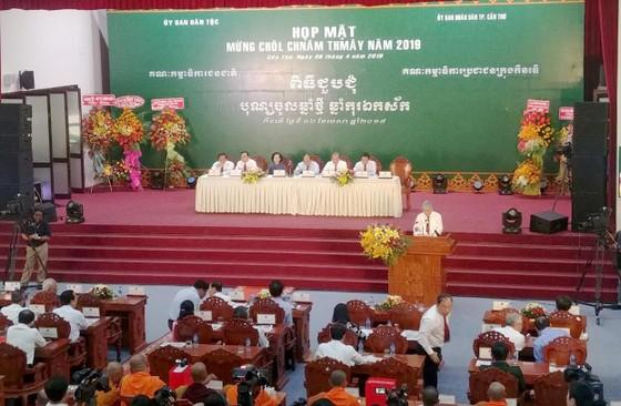 Thủ tướng chung vui Tết cổ truyền Chôl Chnăm Thmây với đồng bào Khmer ảnh 3