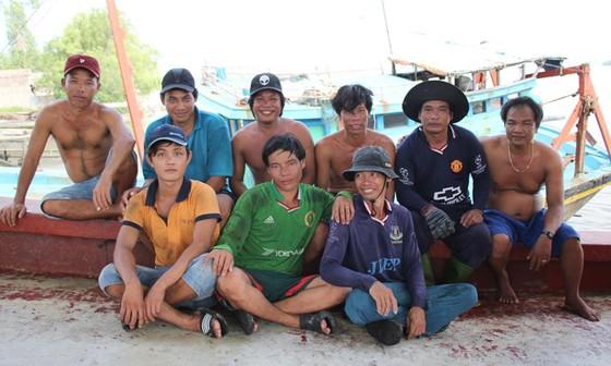 Nhóm thuyền viên cứu 22 ngư dân Philippines được khen thưởng ảnh 1