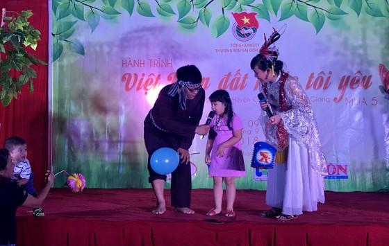 """""""Hành trình Việt Nam đất nước tôi yêu"""" mang trung thu đến với trẻ em  Tiền Giang  ảnh 2"""