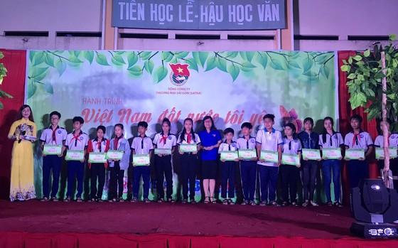 """""""Hành trình Việt Nam đất nước tôi yêu"""" mang trung thu đến với trẻ em  Tiền Giang  ảnh 7"""