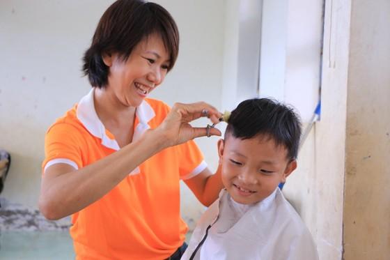 """Mang """"Áo trắng đến trường"""" cho 600 học sinh nghèo Cù Lao Dung, Sóc Trăng ảnh 4"""