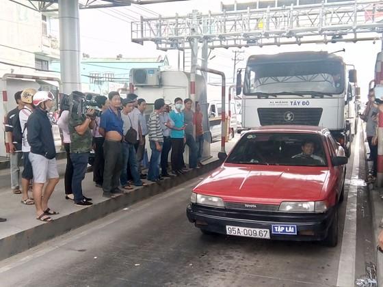 Tài xế tiếp tục không mua vé gây ùn ứ xe ở trạm BOT Cần Thơ - Phụng Hiệp ảnh 2