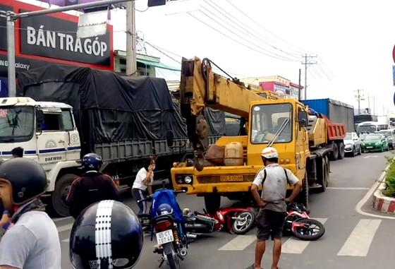 Tai nạn nghiêm trọng tại chốt đèn giao thông, nhiều người thương vong ảnh 1