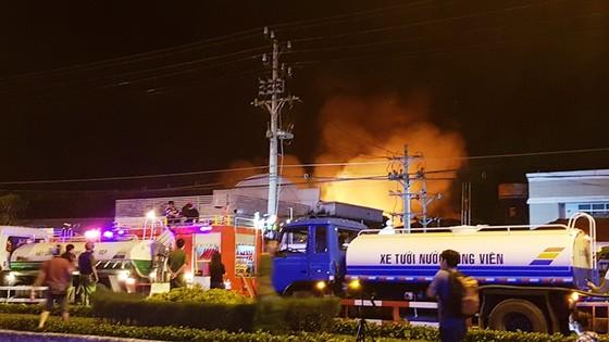Cần Thơ: Cháy lớn ở Khu công nghiệp Trà Nóc 1 ảnh 2