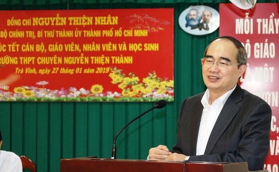 Bí thư Thành ủy TPHCM Nguyễn Thiện Nhân thăm, tặng quà tết ở Trà Vinh  ảnh 6