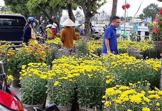 ĐBSCL: Hoa kiểng giảm giá chiều 30 Tết ảnh 4