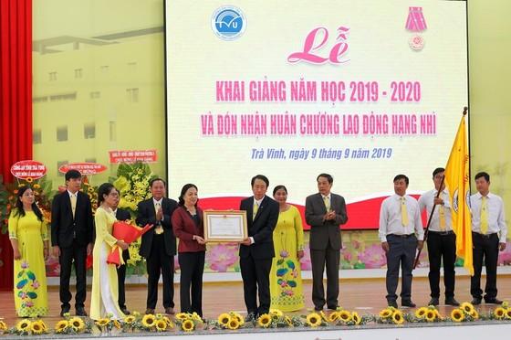 Trường ĐH Trà Vinh nhận Huân chương Lao động hạng Nhì ảnh 1