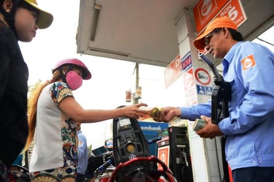 Nguy cơ tăng giá xăng dầu do…cạnh tranh ảnh 1