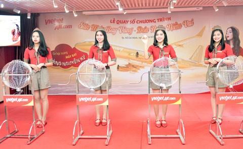 Hành khách Vietjet nhận giải thưởng máy bay 1 ký vàng ảnh 1