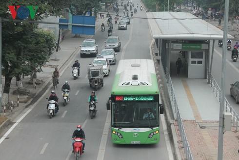 """Nhà sản xuất xe buýt BRT nói gì về """"xe buýt đội giá""""? ảnh 1"""