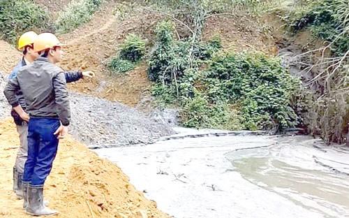 Vỡ bể chứa bùn thải quặng thiếc tại Nghệ An ảnh 1