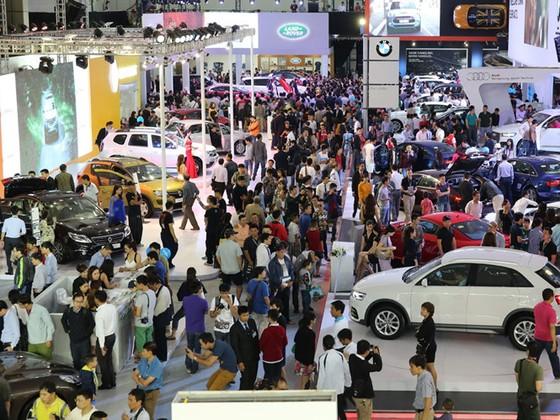 Thuế giảm, ô tô nhập khẩu tăng đột biến ảnh 1