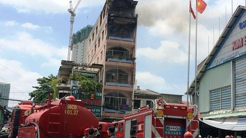 Cháy cửa hàng đồ chơi gần chợ Kim Biên ảnh 2