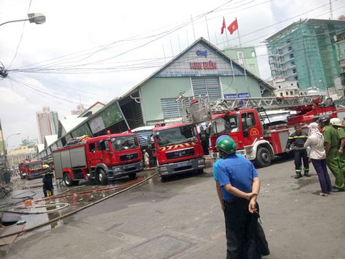 Cháy cửa hàng đồ chơi gần chợ Kim Biên ảnh 1