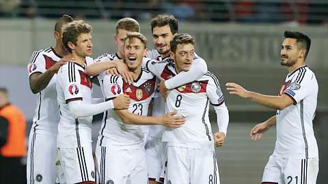 Đức, Ba Lan, Romania và Albania giành vé ảnh 1