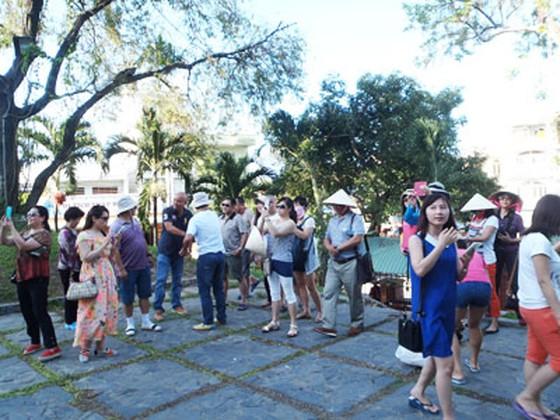 Chấn chỉnh hoạt động đón khách Trung Quốc tại Nha Trang ảnh 1