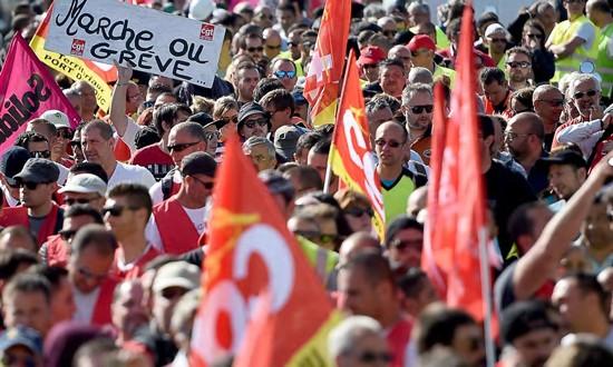 Bãi công tiếp diễn, giao thông tại Pháp hỗn loạn ảnh 1